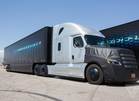 Conoce el primer camión autorizado que no necesita conductor