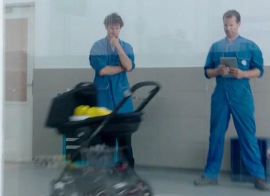 Volkswagen nos muestra un cochecito de bebé autónomo