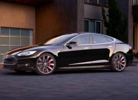 Tesla S contará con Piloto Automático dentro de tres meses.