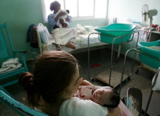 Cuba, el primer país en eliminar la transmisión del VIH de madre a hijo