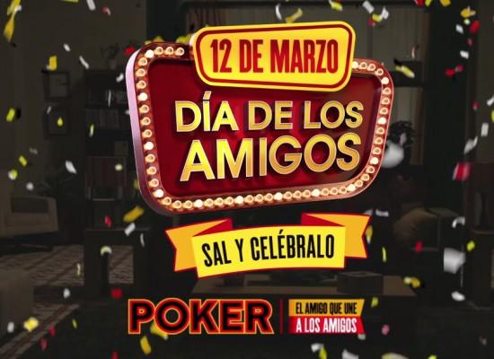 Sal a brindar con una Poker en la mano porque es el Día de los Amigos.