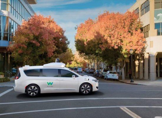 """El """"auto de Google"""" se transforma en estas minivan Pacifica. Así son los autos de Waymo"""